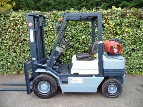 Automatic transmission and hydraulic functions, 2500kg lift capacity with a lift height of 3300mm.