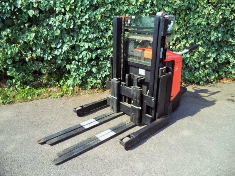 BT-electric-pallet-stacker