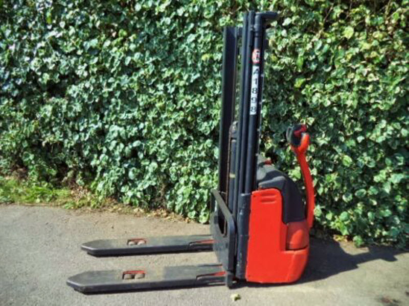 Linde-L12-Electric-Power-Pallet-Stacker-2