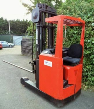 BT-Reach-Truck-Forklift-With-Carpet-Boom