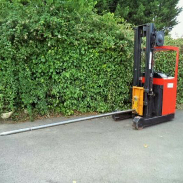 BT-Reach-Truck-Forklift-With-Carpet-Boom-s