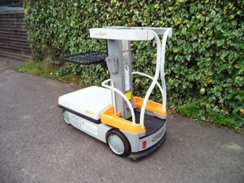 Crown man up order picker forklift