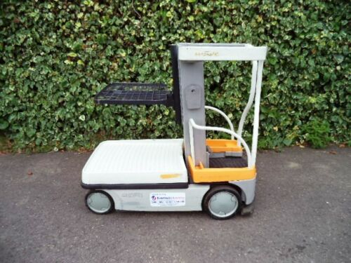 Crown-Wave-WAV50-118-electric-man-up-order-picker-forklift