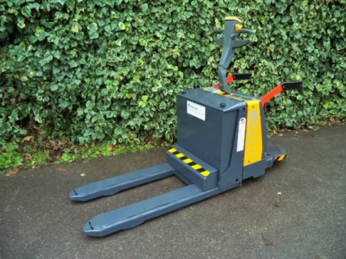 Unique-Atlet-Electric-Pallet-Truck-With-Side-Shift-Forklift
