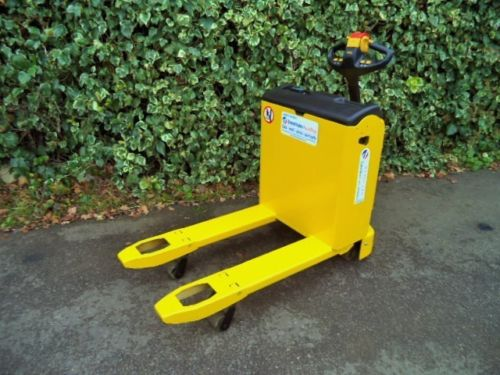 Yale-MP16-compact-electric-power-pallet-truck-forklift